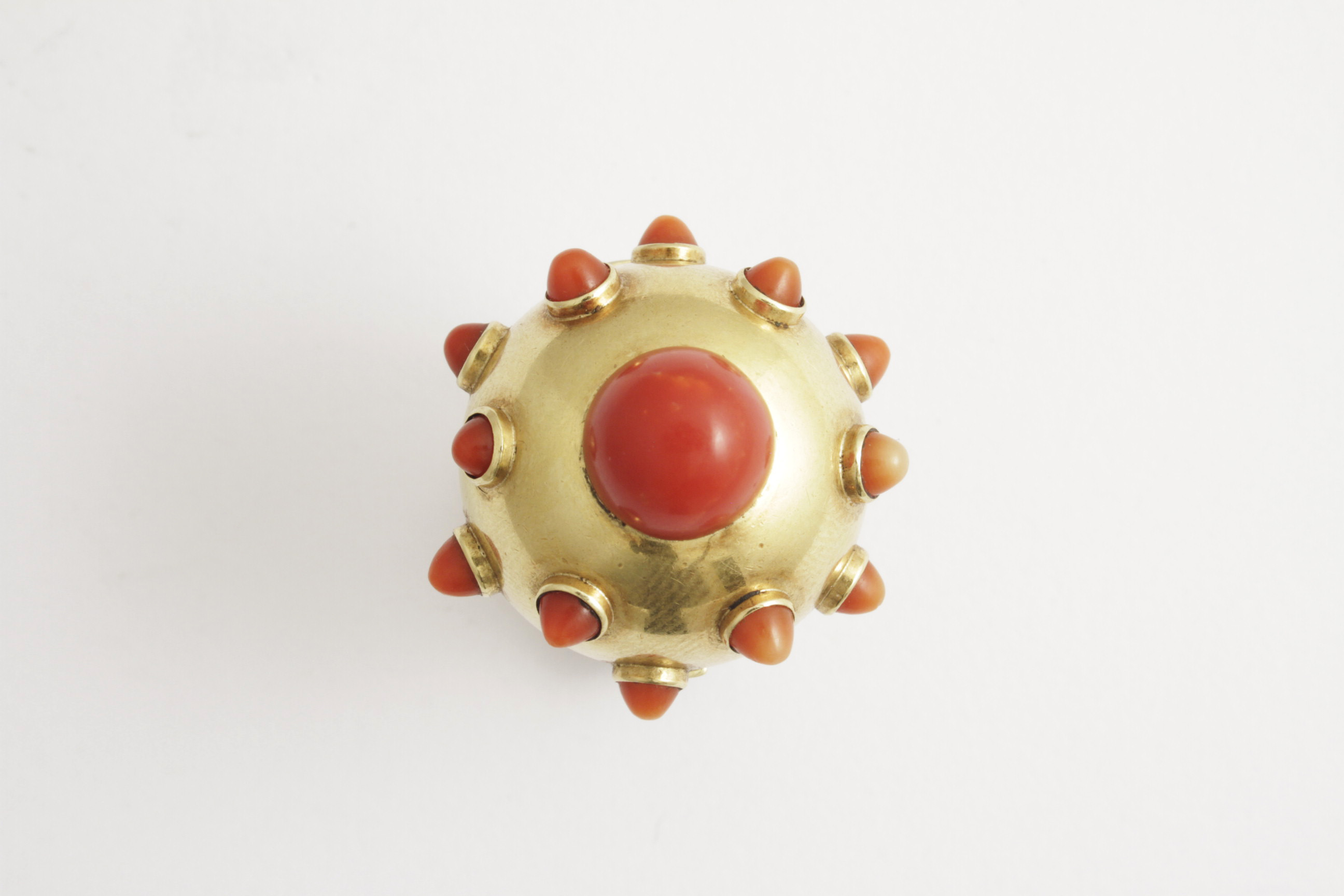 vintage antiques coral ring collectables we sors sell buy jewellery rings sicilian dsc type tr