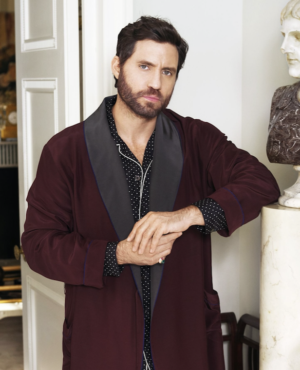Town & Country – Edgar Ramirez (as Gianni Versace) wearing an Eleuteri Ring